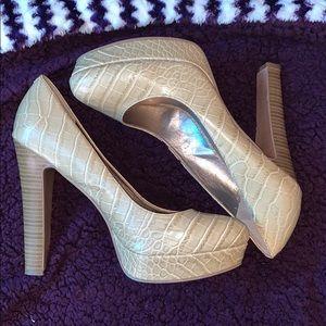 BCB Generation Heels size 9 1/2